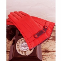 Powder Brooklyn Leather Gloves - Berry w/ Mulberry Strap